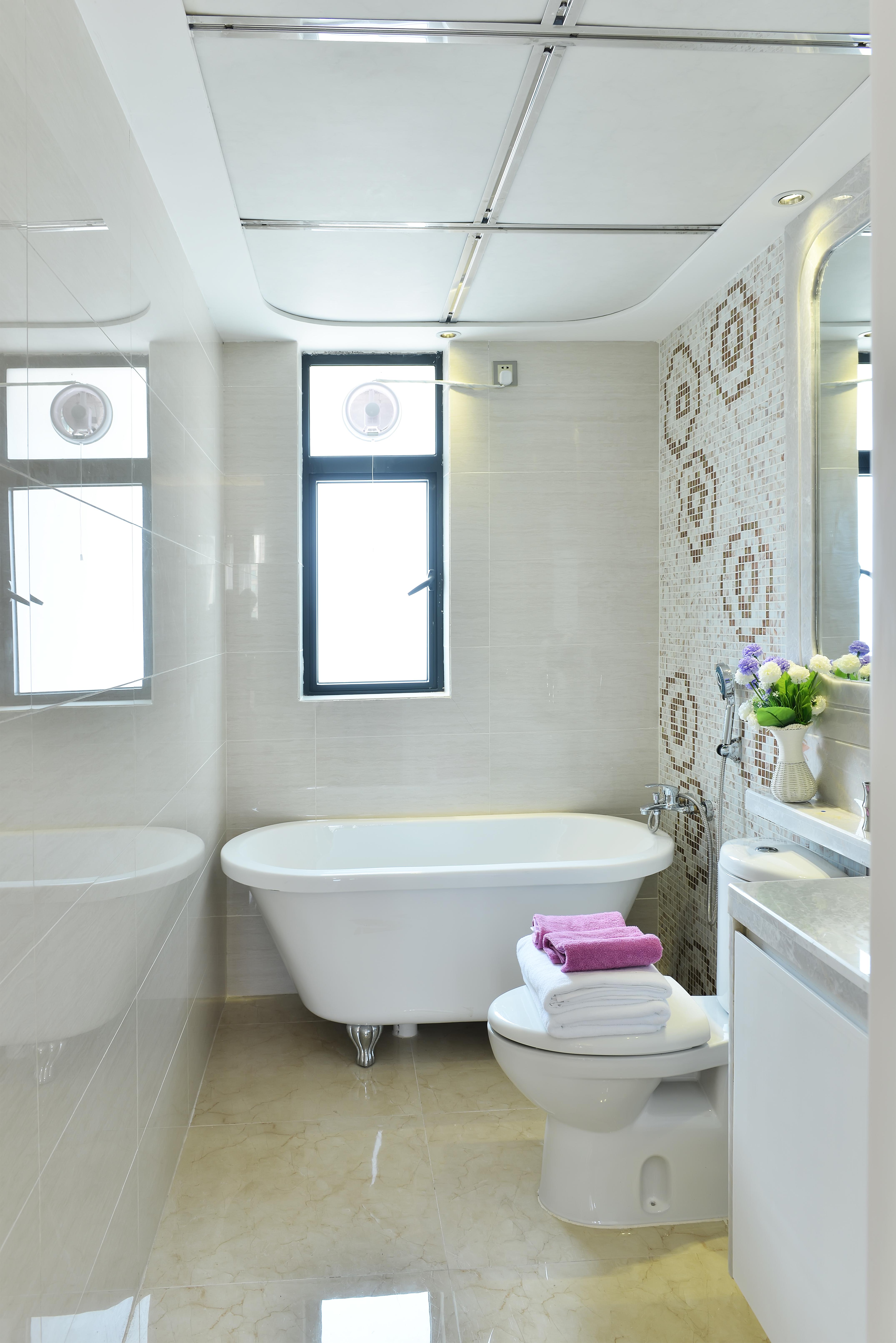 bathroom dreamstime_xxl_56819593